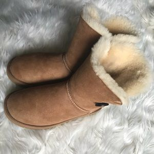 UGG Bailey Button Winter Boots Size 7 Chestnut
